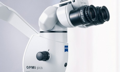Das OPMI pico und das OMPI pico MORA gibt es jetzt mit integrierter HD Videokamera. OPMI pico and OPMI pico MORA are now available with integrated HD video camera.